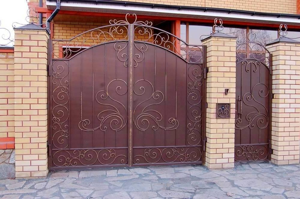 Ворота распашные кованые калиткой Севастополь Крым
