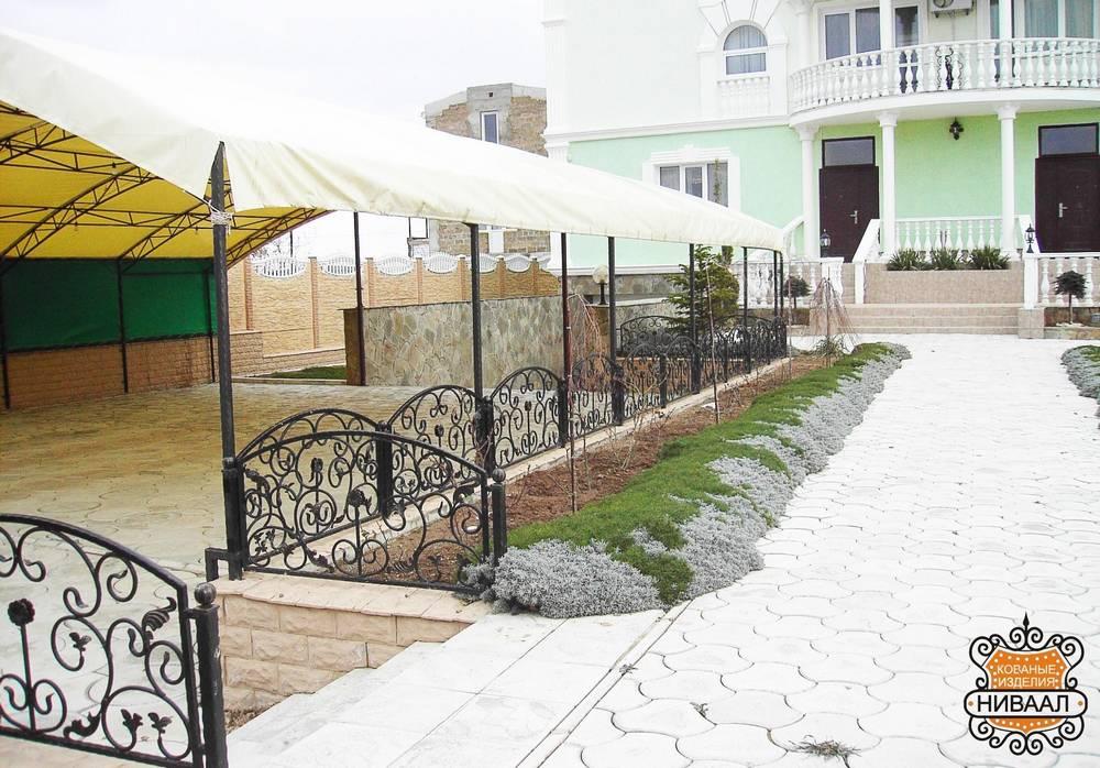 Кованые навесы над крыльцом дома Севастополь Крым
